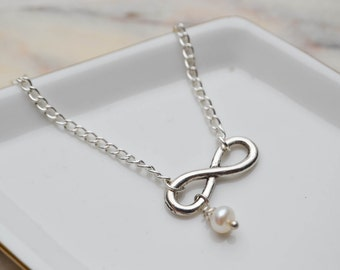 Minimalist necklace - infinite pendant and cultured pearl - Necklace minimalist - Necklace classic - Necklace simple chic - Necklace silver