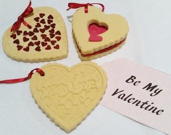 Fake Heart Valentines biscuits x 3