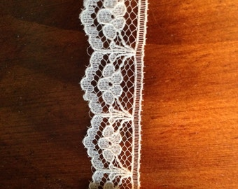 25 YARDS Embroidered Off-White Floral 5/8 in Scallop Edge Flat Lace Trim NOS