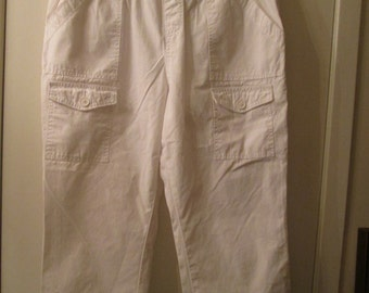 Maternity like new vintage white cotton capris. Motherhood label. Size Large