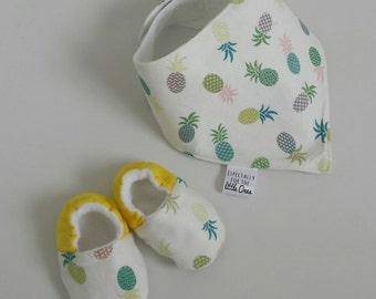 Summer pineapple Baby dribble bib, babies bandana bib, pineapple dribble bib, newborn gift, bib shoes, baby set bib, baby booties, baby shoe