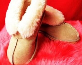 Women's Uggs y Slippers - Hand made in Australia - 100% Sheepskin - NEW