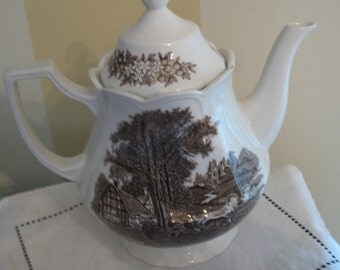 Romantic teapot England royal Staffordshire j & g Meakin.