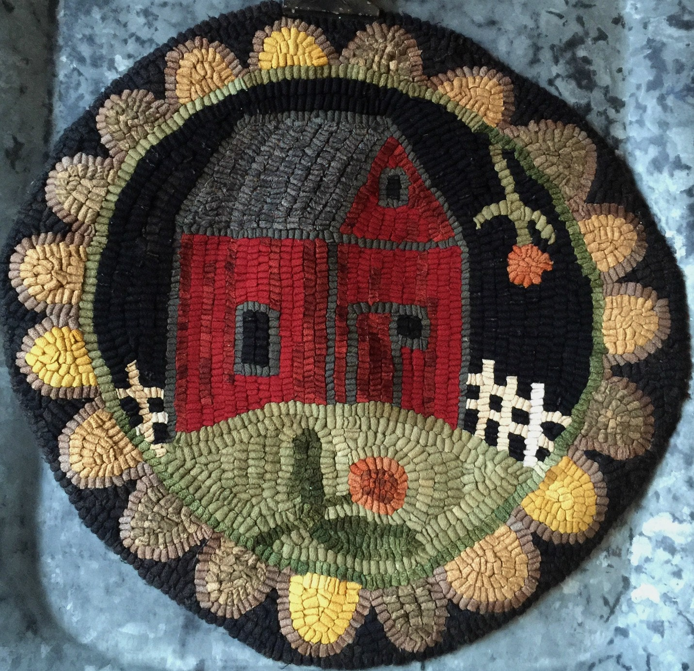 Rug Hooking Pattern/Chair Pad/Red Barn/Hooked Rug Pattern Hand