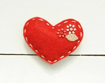 Red Brooch / Heart Brooch / Felt Brooch / Textile Brooch HEART IT