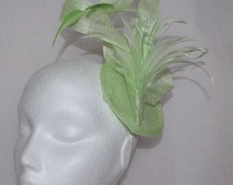 Green feather fascinator. Wedding fascinator. Handmade fascinator.