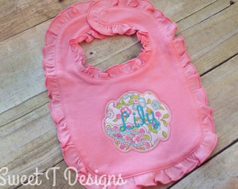 Baby girl bib - Baby girl gift - Personalized baby girl bib - Embroidered baby bib - Ruffle baby bib - Baby shower gift - Newborn girl
