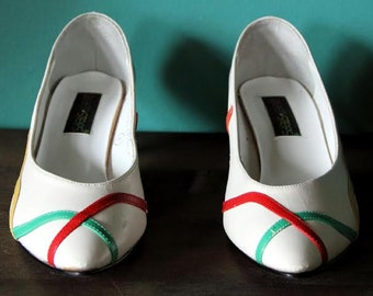 Vintage Sweet Steps White and Multi Color Kitten Heel Pumps, Size 8