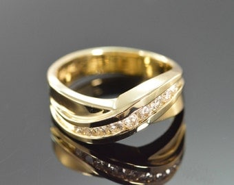 14K 0.25 CTW Diamond Crossover Ring - Size 6 / Yellow Gold - EL10255