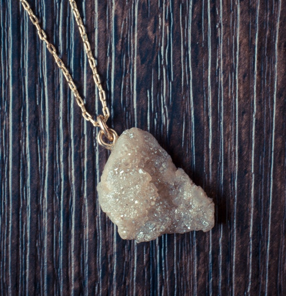 Natural-Cut Quartz Stone Necklace