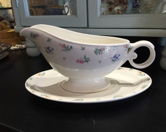 "Vintage 1940s Harmony House ""Monticello"" Hall China Gravy Boat and Platter"