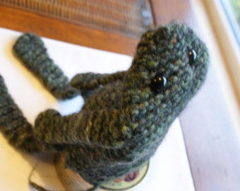 Gilbert green felted frog