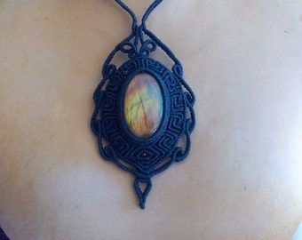 Macramè necklace with Labradorite.