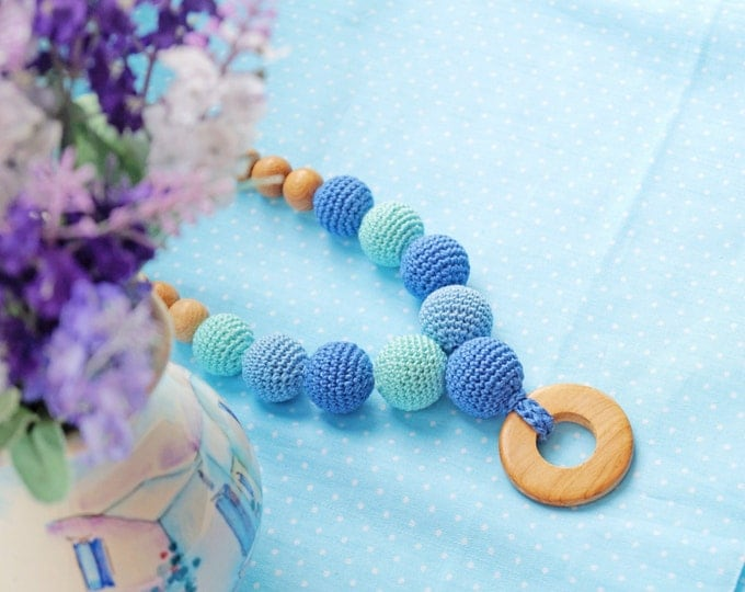 Nursing necklace / Teething necklace : Babywearing necklace with a teething ring - Mint melody