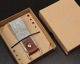 Schlüsselanhänger Schlüsselanhänger aus rein pflanzlich gegerbtem Leder und 100 % Merino-Wolle, Filz
