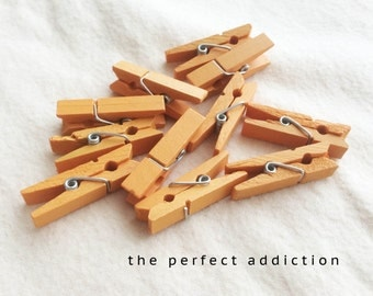 50pcs Mini Pegs in Natural Wood / 35mm Solid Color Wooden Clothes Pins / Clothes peg CP004