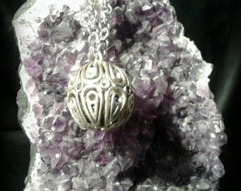 Necklace with sphere pendant
