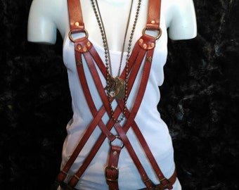 Game of straps / vest / harness adjustable through buckles