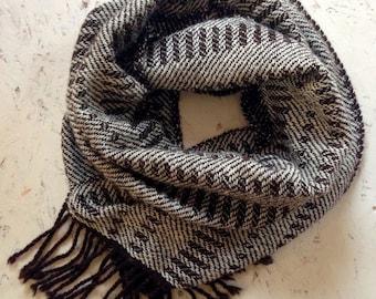 Scarf, handwoven, wool, darkbrown-wit, man,
