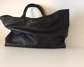 Black leather. Leather bag. Large shoulder bag.