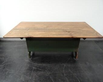 Antique / Primitive Pennsylvania / New England Farm Hutch Table