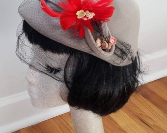 1930's / 1940's Grey Vintage Cloche style Hat with Red Flowers and Netting