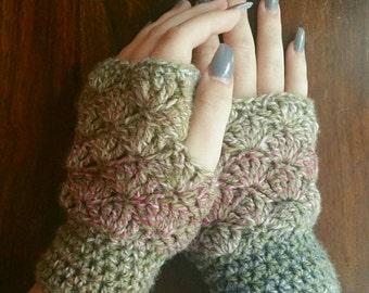 Crochet wrist warmers. Fingerless gloves. Crochet fingerless gloves. Wrist warmers. Wristlets. Crochet gloves.