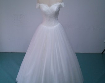 Upscale Custom Made Export High Quality Ball Gown Sweetheart Off Shoulders Illusion Soft Tulle Bridal Gown