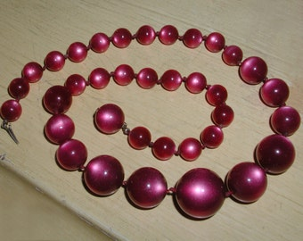 Rare Vintage Burgunday Deep Rose Moonglow Thermoset Hand-Knotted Graduated Bead Necklace with Hidden Clasp