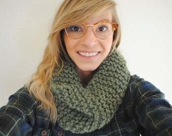 Knit Chunky Cowl Infinity Scarf - Green