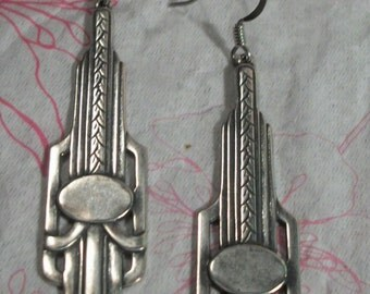 Art Deco Dangle Earring Plated in Antiqued Silver Finish