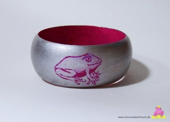 Bracelet Pink frog wooden bracelet hand painted unique in silver pink, pink ornamental frogs jewelry wood pink silver