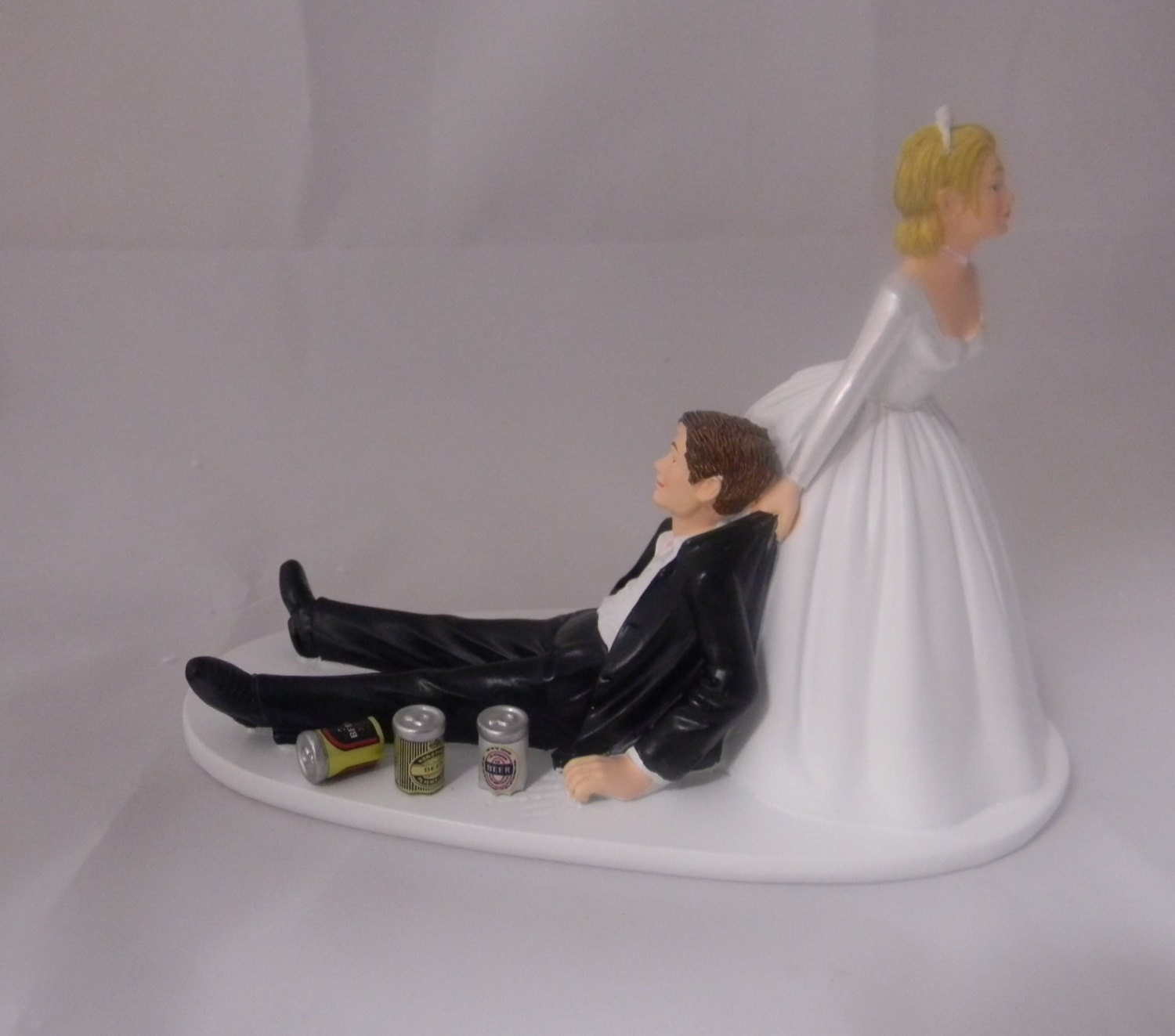 drunk bride and groom wedding cake and groom painted cans wedding reception 13759