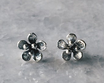 Sterling silver lilly ear studs, Silver lilly earrings, Silver lilly studs, Flower ear studs, Silver flower earrings, Silver studs (ES116)