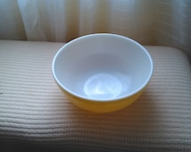 Pryex 400 Series Primary Color Mixing Bowls, Yellow 4 quart 10 inch