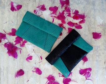 Pouch green and black