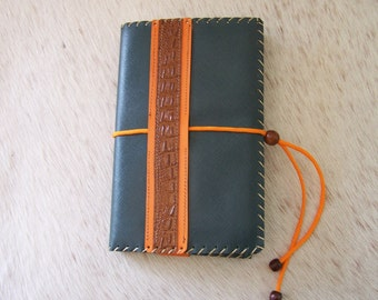 Reading light, protects leather green and orange (adjustable from 150 to 1000 pages) craft book