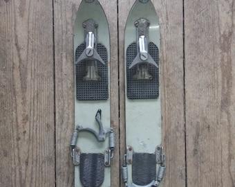 VINTAGE Children's/Mini Winter Skis - KANDAHAR make - Metal/Wood/Rubber - Red - Retro - Skiing