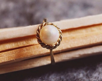 9ct Gold Pearl Vintage Ring