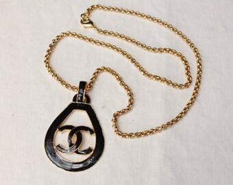 Chanel Black enamel necklace in gold chain