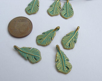 10 leaves charms, gold color feathers, verdigris patina charms, leaf verdigris, verdigris charms, gold color leaf with verdigris patina