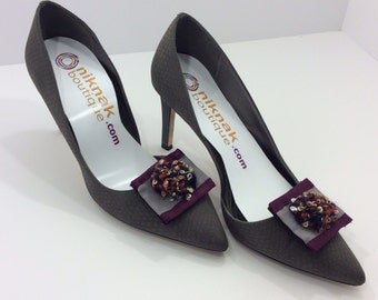 Wine Gray Shoe Clip with Knit Appliqué