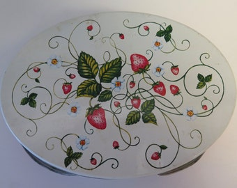 Vintage Oval Picnic Tin with Handles - Strawberry Design