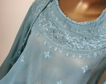 Beautiful vintage blouse in pale bluish turquise with embrodery and discreet sequins, European size 36, free shipping