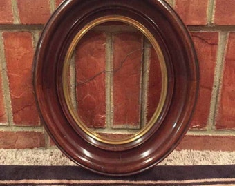 """Large ANTIQUE VICTORIAN Oval Shaped Cameo Style Picture/Wall Frame, Solid Wood, Mahogany Finish and Inner Gold Rim 14"""" x 12"""""""