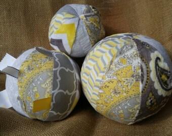 Set of 3 fabric sensory balls