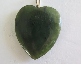 Vintage dark green jade heart pendant Asian for your Valentine