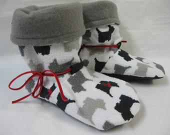 "Slippers in flannel and polar, magnitude 7 child (5.5 ""-13.3 cm)"