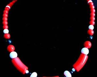 18 in. Red, White & Black Choker Lucite Necklace Statement w/ Spring Closure 88