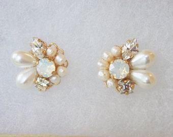 Opal Swarovski with freshwater pearl earrings cluster earrings bridal jewelry wedding jewelry gift for her bijou earrings